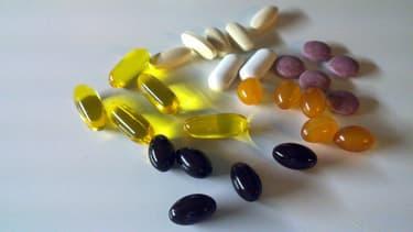 Oméga 3, vitamines, calcium... les compléments alimentaires sont souvent moins utiles que les Français ne le croient. - Des Asuncloner - Flickr - CC Commons