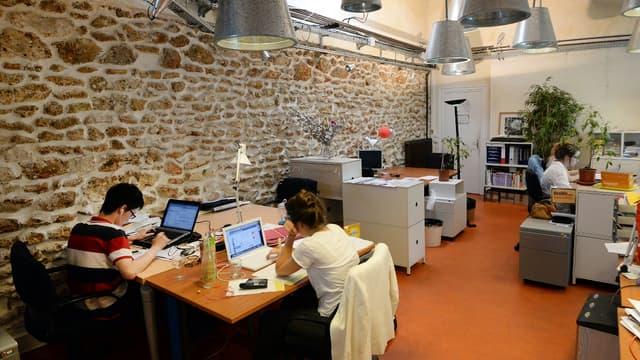 """Les espaces de travail collaboratif ou """"coworking"""" ont bondi de 80% en deux ans en France."""
