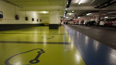 Zenpark propose à des automobilistes la recherche, à l'aide d'une application pour smartphone, d'une place de parking usuellement non disponible. Dans le même temps, la start-up propose à des propriétaires de parkings de mieux les rentabiliser.