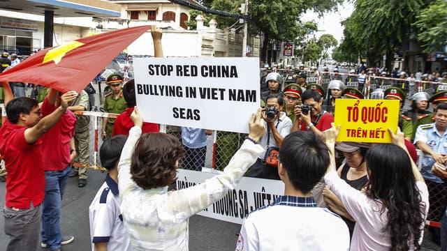 Des manifestants antichinois protestent à Ho-Chi-Minh-Ville, dans le Sud du Vietnam, le 11 mai 2014.