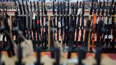 Les ventes d'armes s'effondrent aux États-Unis depuis que Trump a été élu.
