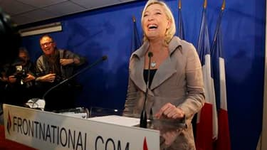 S'il n'a placé que deux élus dans les conseils généraux à l'issue des cantonales, le Front national a confirmé sa percée et sa présidente, Marine Le Pen, espère en profiter pour franchir, aux législatives de 2012, l'obstacle d'un scrutin majoritaire à deu