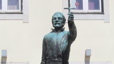 Statue de José Antonio Vieira dans le Bairro Alto, Lisbonne