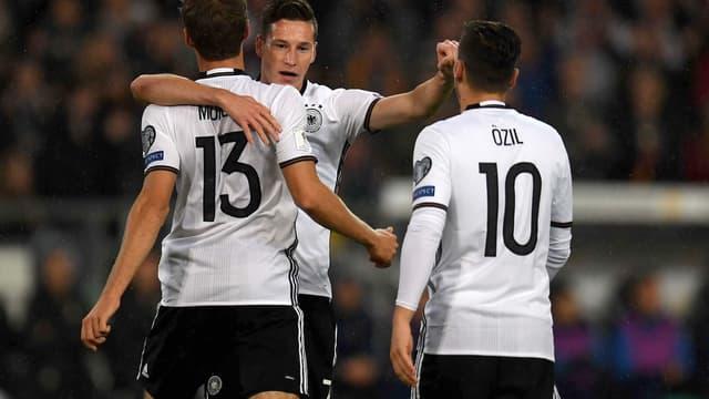 Thomas Müller, Julian Draxler et Mesut Özil