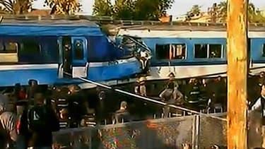 La collision entre les deux trains a eu lieu à proximité de la gare ferroviaire de Castelar, à environ 30 kilomètres à l'ouest de Buenos Aires.