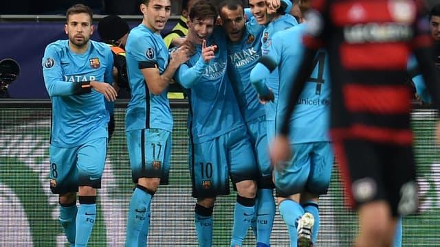 Lionel Messi et ses coéquipiers après son but contre Leverkusen