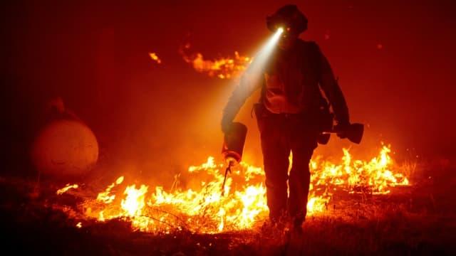 Un pompier dans le comté de Butte, en Californie, le 9 septembre 2020