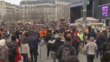 """Plusieurs milliers de personnes ont participé à """"La Marche pour la Vie"""", contre l'avortement à Paris dimanche."""