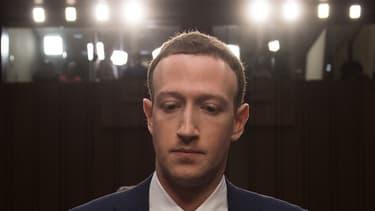 Des escrocs ont créé de faux profils de Mark Zuckerberg pour mener des arnaques