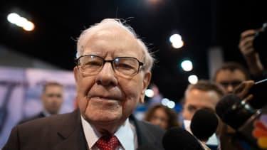Warren Buffett devant la presse à l'occasion de l'AG de son groupe