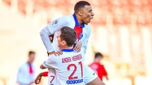 Kylian Mbappé avec Ander Herrera, à Dijon le 27 février 2021