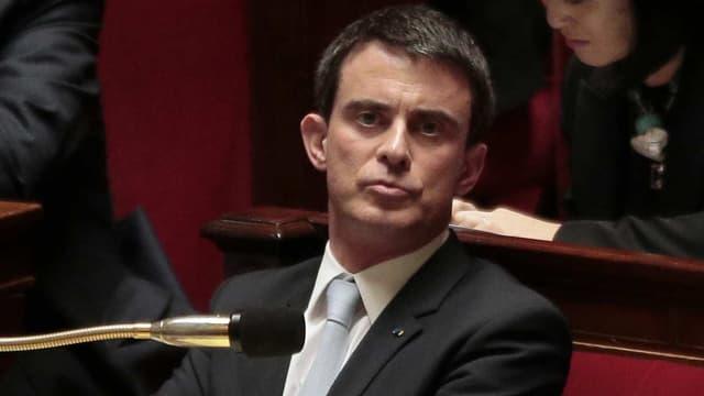 """""""Il n'y a pas d'idées dans l'opposition, il n'y a pas de majorité de rechange, et demain nous verrons bien ça sera encore une nouvelle fois l'addition de l'immobilisme, du conservatisme, de ceux qui n'ont pas compris dans quel monde on vit"""", a lancé Manuel Valls face à des bancs très agités."""