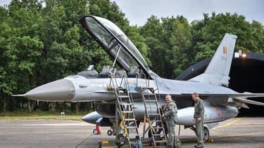 Les États-Unis ont fait une offre pour le F-35 de Lockheed Martin et le Royaume-Uni ont proposé le Typhoon du consortium européen Eurofighter