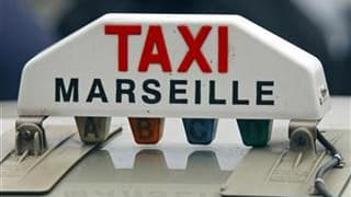 """Les chauffeurs de taxi ont organisé des manifestations dans plusieurs villes de France mercredi pour protester contre la flambée des prix du carburant et l'absence d'aides de l'Etat. Des """"opérations escargot"""" ont provoqué des embouteillages géants, notamm"""