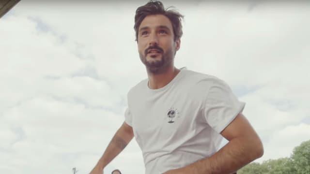 """Jérémy Frérot dans le clip """"Revoir"""""""