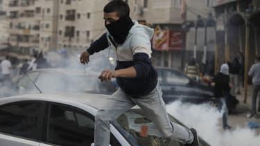 Des jeunes Palestiniens ont affronté les policiers israéliens à Jérusalem-Est, la partie arabe de la ville.
