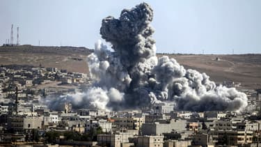 La progression des jihadistes à Kobané a été bloquée, annoncent ce jeudi soir des responsables américains.