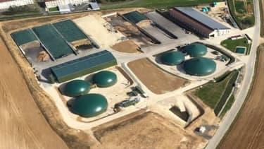 """Le site """"Létang Biométhane"""" inauguré le 23 juin 2018 à Sourdun (Seine-et-Marne) traite des intrants agricoles pour produire 13 GWh de gaz naturel l'an, l'équivalent de la consommation de 1124 foyers."""