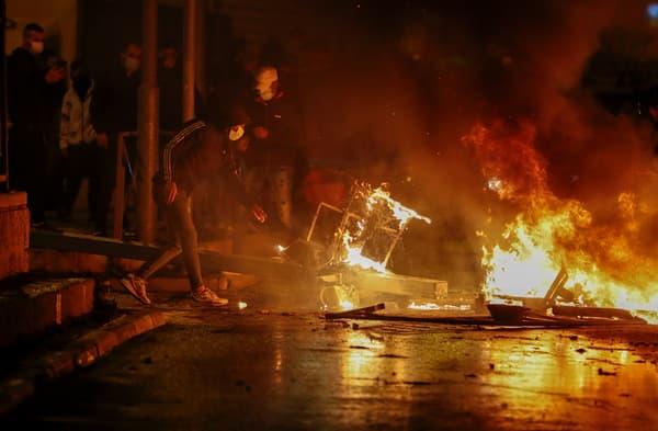 Affrontements entre les forces policières israéliennes et des manifestants palestiniens à Jérusalem dans la nuit du 22 au 23 avril 2021