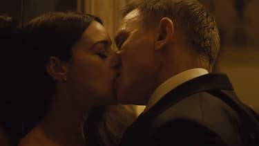 """Monica Bellucci et Daniel Craig dans  """"007 Spectre""""."""