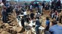 A Houla, lors des funérailles des victimes des tirs à l'arme lourde effectués par l'armée syrienne contre cette ville du centre de la Syrie, vendredi. Le Conseil de sécurité des Nations unies a condamné dimanche à l'unanimité, au terme de trois heures de