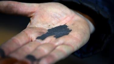 Winoa fabrique de la grenaille abrasive, minuscules billes d'acier projetées sur des pièces métalliques pour les débarrasser de leurs imperfections.