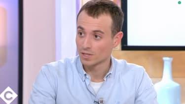 """Hugo Clément dans """"C à vous"""", le 21 février 2019"""