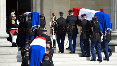 Les quatre cercueils des résistants honorés par le Panthéon, lors de leur entrée, ce mercredi.
