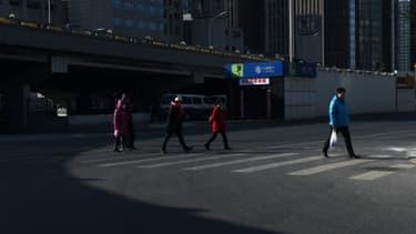 Plusieurs villes chinoises ont décidé de sévir contre les piétons traversant hors des clous en utilisant une technique de reconnaissance faciale, afin d'identifier les fautifs et les soumettre à l'opprobre publique en affichant leurs pho...