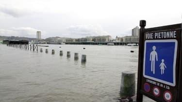 Les quais à Rouen, en 2002 lors d'une crue