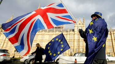 """Le négociateur en chef européen Michel Barnier et son homologue britannique David Frost doivent s'entretenir lundi au sujet du """"format"""" des pourparlers, selon la Commission européenne"""