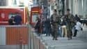 Des militaires dans la rue de l'explosion, dans le 2e arrondissement lyonnais.