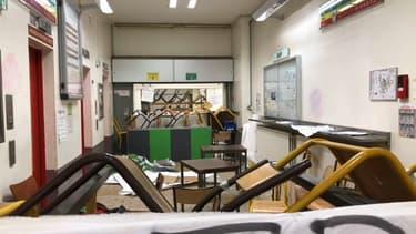 Le site Tolbiac de l'université Paris-I est bloqué par des étudiants qui contestent la réforme de l'université.