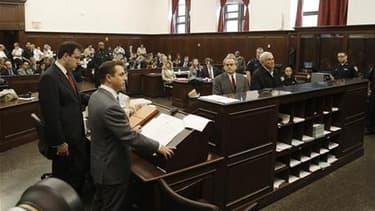 Les avocats de Dominique Strauss-Kahn entretiennent le mystère sur la stratégie de défense d'un homme dont l'opinion française reste dans sa majorité convaincue qu'il a été la victime d'une machination. /Photo prise le 16 mai 2011/ REUTERS/Shannon Staplet
