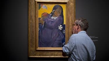 """""""Vahine no te vi (Femme avec une mangue)"""" de Paul Gauguin exposé à la National Gallery à Londres le 3 octobre 2019."""