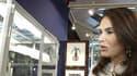 Mouna Ayoub présente les objets du Phocéa mis à la vente, le 29 avril 2014.