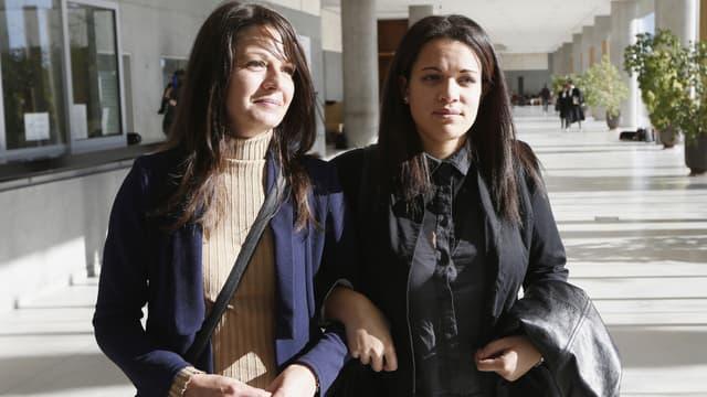 """Sophie Serrano et sa fille """"adoptive"""", Manon, échangée avec sa fille biologique à la naissance."""