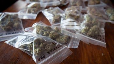 Selon le rapport, 4,5 millions de gens fument régulièrement du cannabis en France.