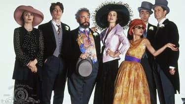 """Les acteurs de """"Quatre mariages et un enterrement"""" en 1994."""