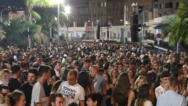 À Nice, une foule de 5000 personnes assiste au concert de The Avener, le samedi 11 juillet 2020.