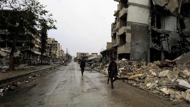 Des membres des Forces démocratiques syriennes à Raqqa, le 28 octobre, après que la ville a été reprise aux mains des jihadistes.
