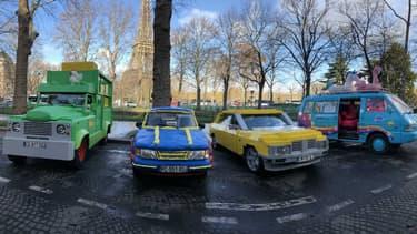 Voiture en briques ou en pâte à modeler, camion ferme... plusieurs voitures jouets taille réelle sont disponibles.