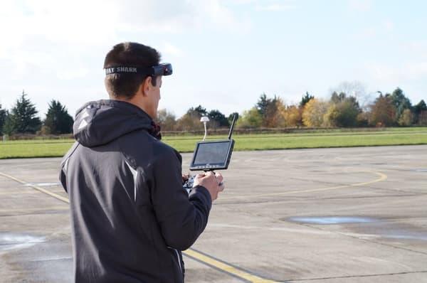 Des démonstrations de neutralisation de drones ont eu lieu ce vendredi 18 novembre sur la base aérienne de Villacoublay.