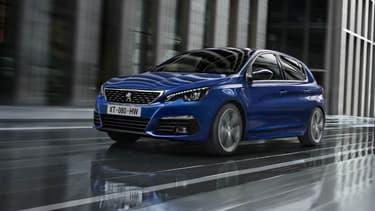 Quatre ans après son lancement, Peugeot fait évoluer sa berline compacte, la 308.