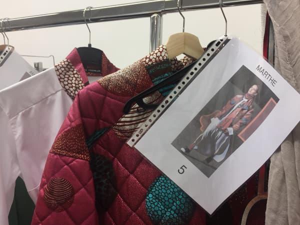 Les tenues préparées lors du défilé Liselore Frowijn lors de la Fashion Week de Paris