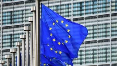 Drapeau européen devant le Parlement Européen (photo d'illustration)