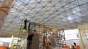 Construction de la nouvelle verrière de la cour Visconti du musée de Louvre, qui accueillera prochainement un département entièrement consacré aux arts de l'Islam. /Photo prise le 4 janvier 2012/REUTERS/Charles Platiau