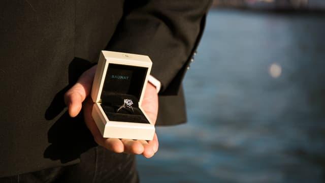 Une bague de fiançailles avec un gros diamant de 1 carat coûte 4600 euros chez Baunat. Comptez plutôt 15.000 dans une grande maison de la Place Vendôme.