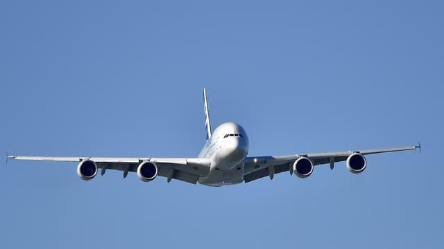 L'avionneur a baissé sa production d'A380 et d'A400M.