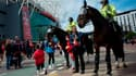 La police monte la garde près d'Old Trafford à Manchester